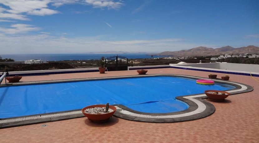 14.-Swimmingpool (2)