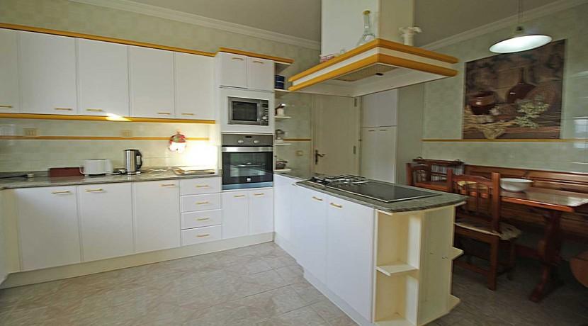 28.-Kitchen