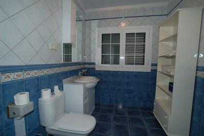 35.-Blue Shower-room