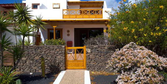 Charming semi-detached villa with self-contained apartment
