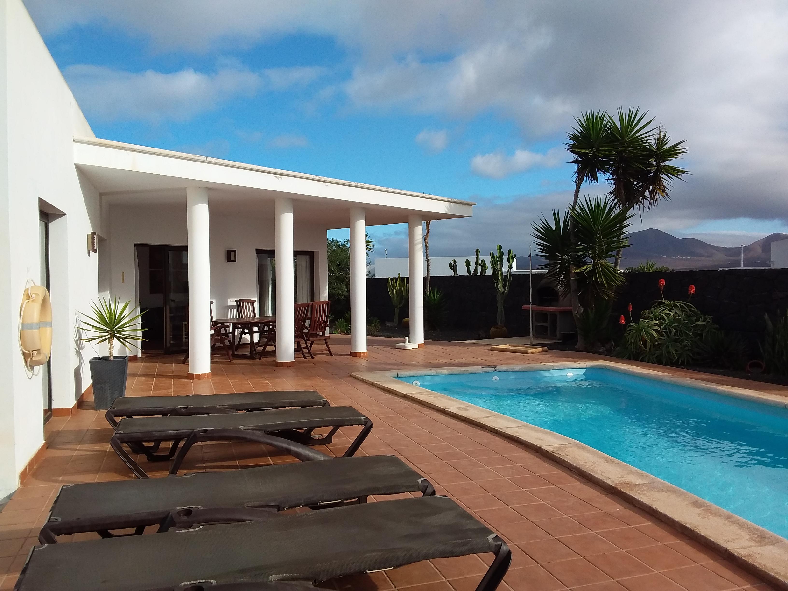 Spacious Detached Villa With Private Pool and Mountain Views – Villas Blancas